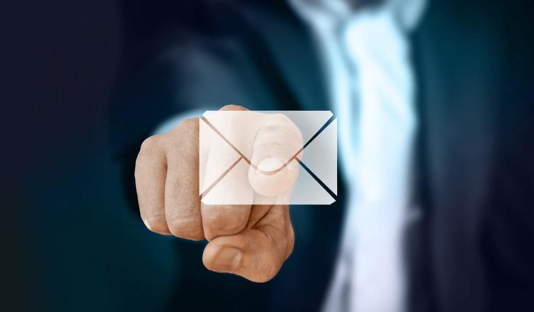 Quelle formule de politesse utiliser dans un mail professionnel ?